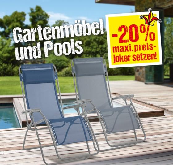 Das Bild zeigt zwei Gartensessel vor einem Pool.